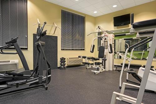 14600_Days_Inn_Eagan_MN_Fitness_Center_6_HDR