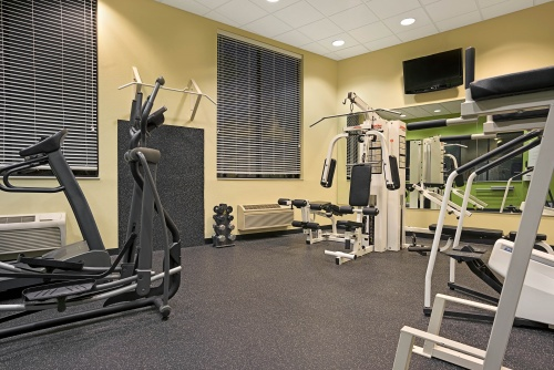 14600_Days_Inn_Eagan_MN_Fitness_Center_6_HDR