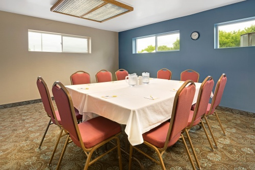 14600_Days_Inn_Eagan_MN_Meeting_Room_2_HDR
