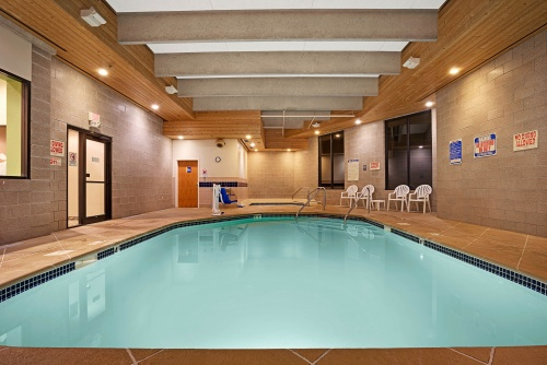 14600_Days_Inn_Eagan_MN_Pool_3_HDR
